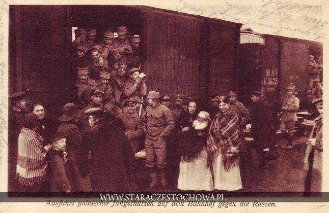 Ausfahrt polnischer Jungschutzen auf dem Bahnhof gegen die Russen