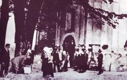 Studnia przy kościele