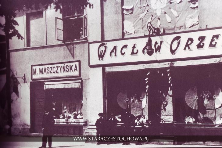Witryny sklepowe w Alejach NMP, rok 1918