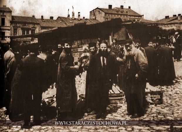 Dzień targowy na Starym Rynku w Częstochowie