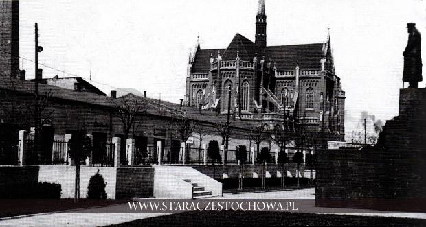 Fragment ulicy Krakowskiej z pomnikiem marszałka Piłsudskiego i katedrą