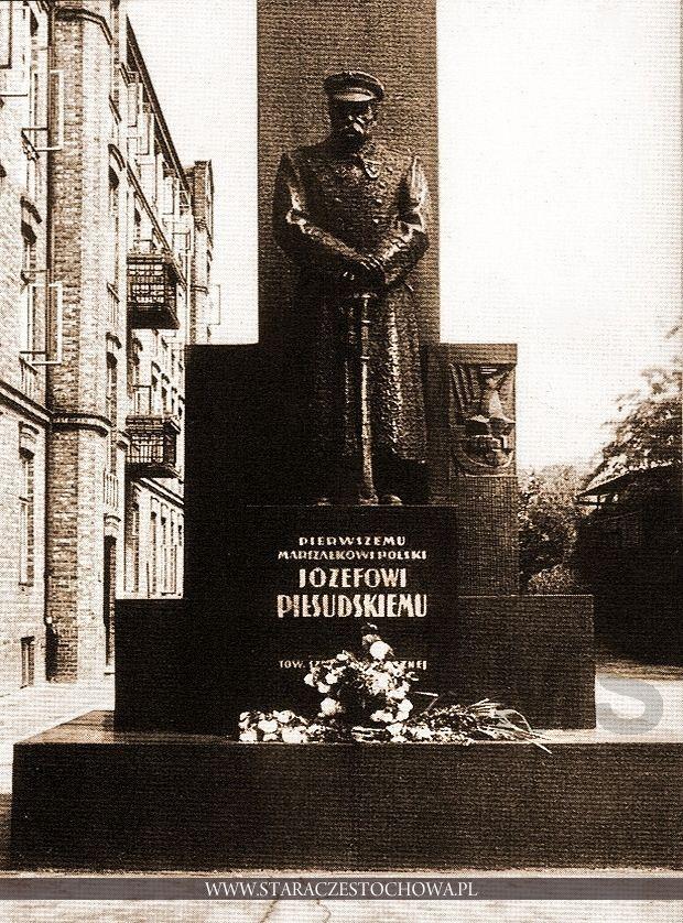 Pomnik Józefa Piłsudskiego przy ul. Katedralnej